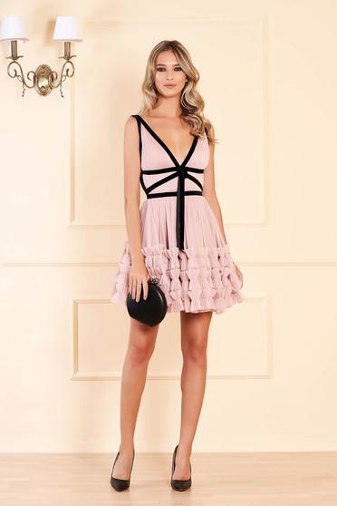 Púder rózsaszínű Ana Radu luxus ujjatlan rövid harang ruha tüllből bársony csíkokkal és mély dekoltázzsal