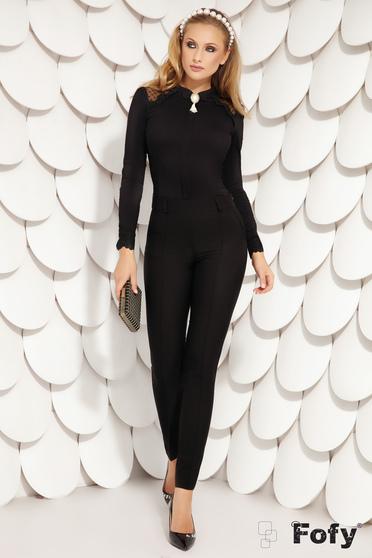 Fekete irodai rövid szűk szabású gombokkal zárható női ing pamutból bross kiegészítővel
