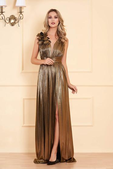 Aranyszínű alkalmi harang ruha fényes anyag mély dekoltázzsal ujjatlan hosszú