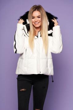 Fehér oversized casual bő szabású fix kapucnis dzseki műszőrmével steppelt anyagból