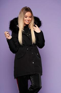 Fekete casual derékban zsinóros fix kapucnis bő szabású dzseki műszőrme díszítéssel kifordítható béléssel