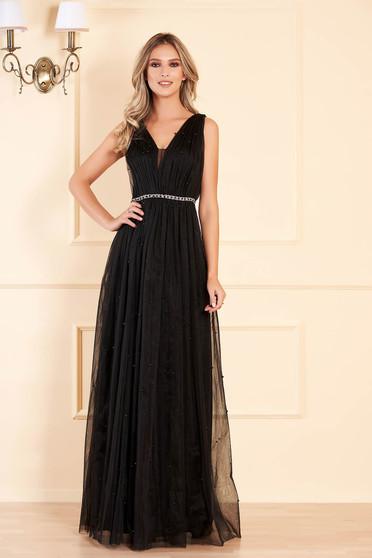Fekete alkalmi mellrésznél szivacsos hosszú ujjatlan harang ruha gyöngy díszítéssel tüllből