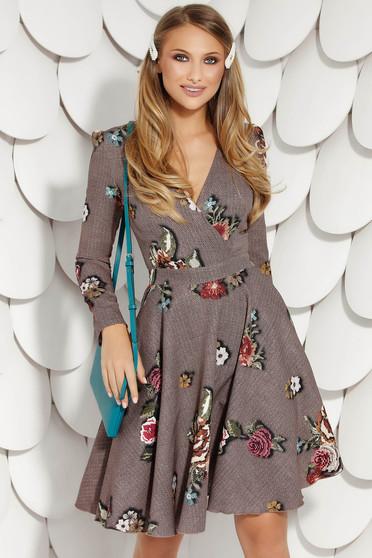 Barna harang ruha virágmintás díszítéssel hosszú ujjakkal rugalmatlan anyagból