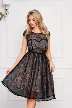 Fekete StarShinerS elegáns rövid ujjú alkalmi rövid ruha csipkés anyagból béléssel