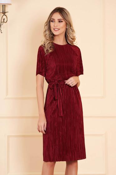 StarShinerS burgundy bársony egyenes midi ruha háromnegyedes ujjakkal övvel ellátva