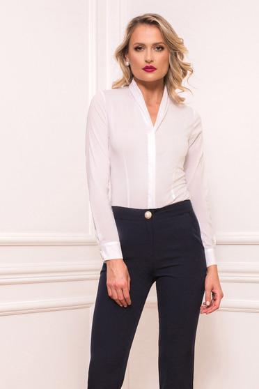 Fehér elegáns pamutból készült szűk szabású női ing hosszú ujjakkal