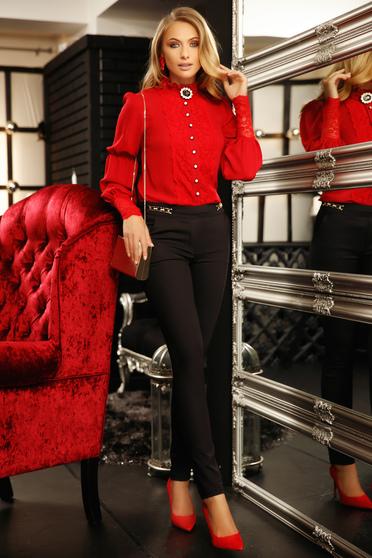 Piros elegáns bő szabású női ing muszlinból csipke díszítéssel bross kiegészítővel