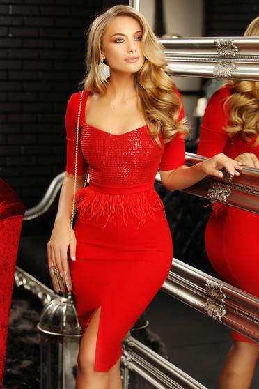 Piros alkalmi szűk szabású ruha mély dekoltázzsal flitteres díszítéssel