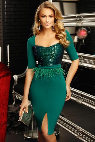 Zöld alkalmi szűk szabású ruha mély dekoltázzsal flitteres díszítéssel