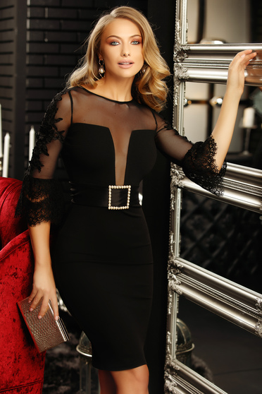 Fekete alkalmi szűk szabású ruha csipke díszítéssel öv kiegészítővel