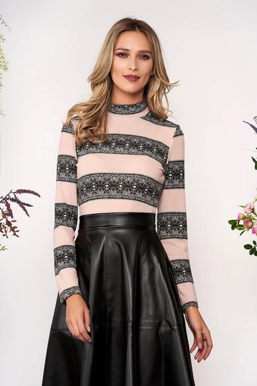 Világos rózsaszínű StarShinerS elegáns szűk szabású rövid kötött magas nyakú pulóver hosszú ujjakkal