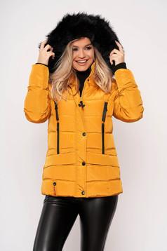 Mustársárga casual rövid zsebes szőrmés eltávolítható kapucnis vízhatlan dzseki