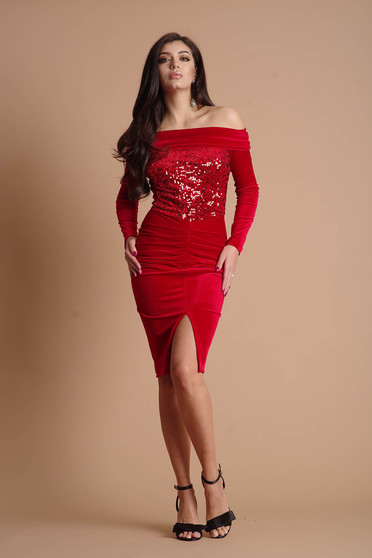 Piros ruha alkalmi midi ceruza bársonyból flitteres díszítéssel hosszú ujjakkal bélés nélkül