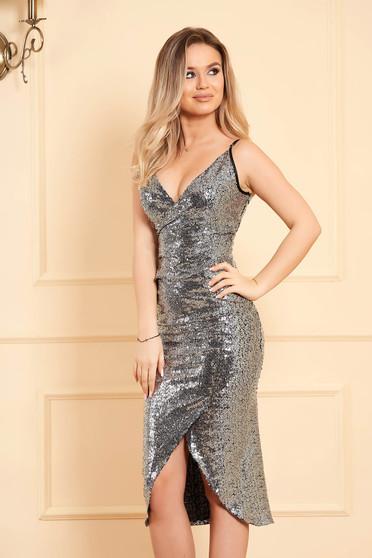 Ezüstszínű StarShinerS alkalmi pántos szűk szabású flitteres átlapolt ruha béléssel