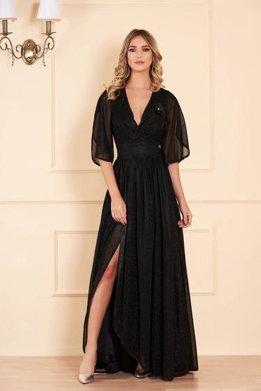 Fekete hosszú alkalmi harang ruha fémes jellegű fényes anyagból béléssel v-dekoltázzsal