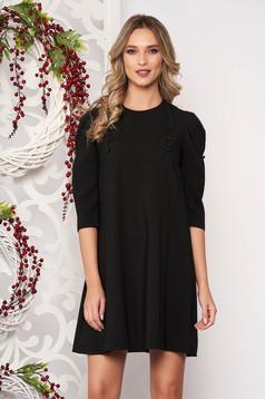 Fekete hétköznapi bő szabású ruha háromnegyedes ujjakkal enyhén rugalmas szövetből gomb kiegészítőkkel