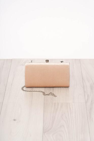 Krémszínű alkalmi szatén jellegű szintetikus fordított bőr felsőrész táska hosszú, lánc jellegű akasztóval