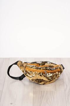 Aranyszínű táska flitteres díszítéssel cipzárral és hosszú, állítható pánttal
