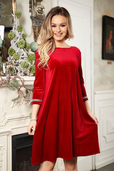 Piros StarShinerS alkalmi rövid bő szabású bársony ruha pólónyakkal háromnegyedes ujjakkal strassz köves díszítéssel