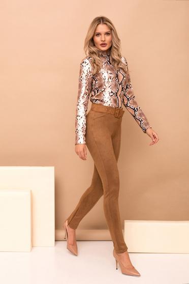 Barna nadrág elegáns hosszú kónikus fordított bőr felsőrész öv típusú kiegészítővel