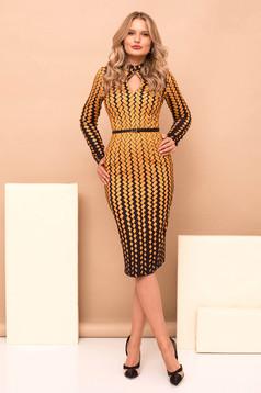 Mustársárga elegáns midi ceruza ruha geometriai mintákkal hosszú ujjakkal öv típusú kiegészítővel