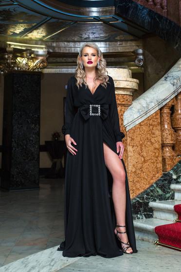 Fekete hosszú alkalmi lábon sliccelt harang ruha v-dekoltázzsal csattal
