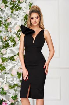 Fekete StarShinerS alkalmi fodros szűk szabású ruha v-dekoltázzsal enyhén rugalmas szövetből