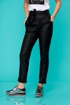 Fekete casual zsebes kónikus magas derekú nadrág műbőrből övvel ellátva
