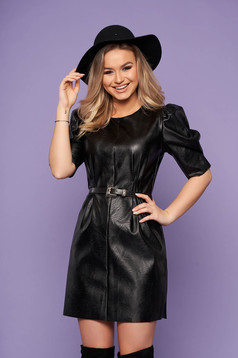 Fekete ruha elegáns műbőrből pólónyakkal szintetikus bőr öv
