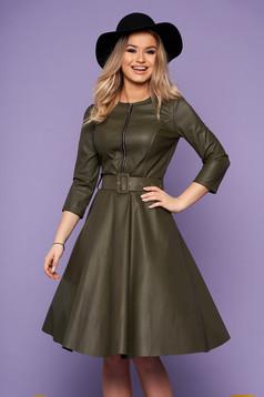 Khaki zöld hétköznapi deréktól bővülő szabású szintetikus bőr ruha öv típusú kiegészítővel