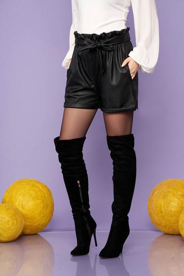 Fekete casual magas derekú zsebes rövidnadrág műbőrből