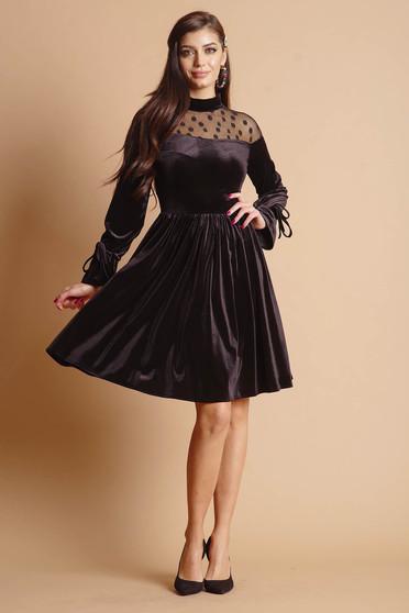 Fekete midi alkalmi bársony harang ruha hímzett tüllel és hosszú ujjakkal
