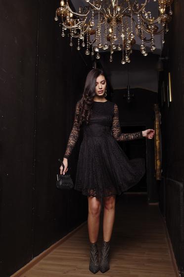 Fekete alkalmi harang ruha csipkés anyagból béléssel hosszú ujjakkal rugalmas anyagból