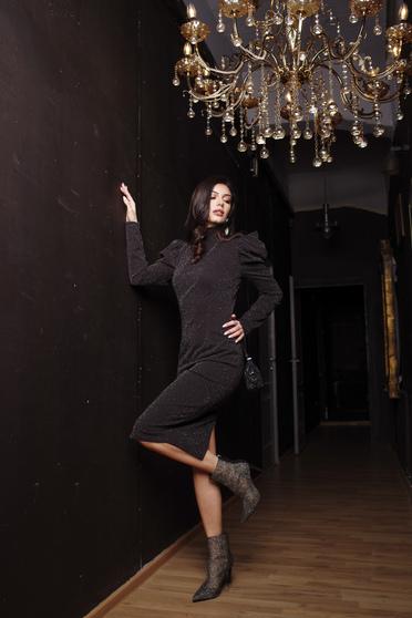 Fekete ruha alkalmi csillogó díszítések karcsusított szabású