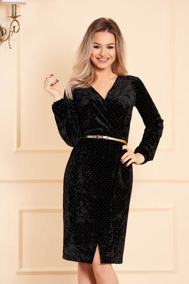 Fekete StarShinerS alkalmi dekoltált ruha hosszú ujjakkal bársonyból strassz köves díszítéssel és öv típusú kiegészítővel