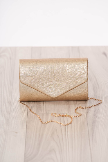 Aranyszínű alkalmi kapcsokkal zárható boríték táska lánccal műbőrből