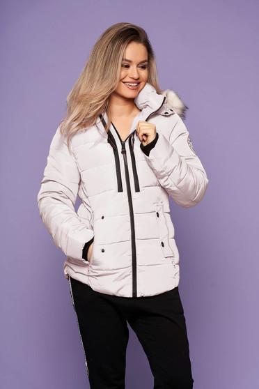 Krémszínű casual szőrmés kapucnis zsebes rövid dzseki hosszú ujjakkal