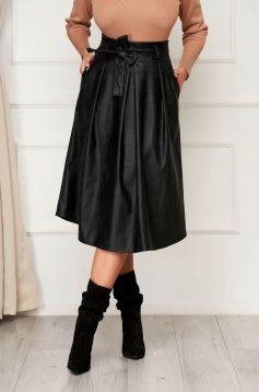 Fekete casual midi hátul cipzárral zárható zsebes harang szoknya műbőrből eltávolítható övvel