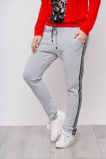 Szürke casual pamutból készült egyenes zsebes gumírozott derekú nadrág
