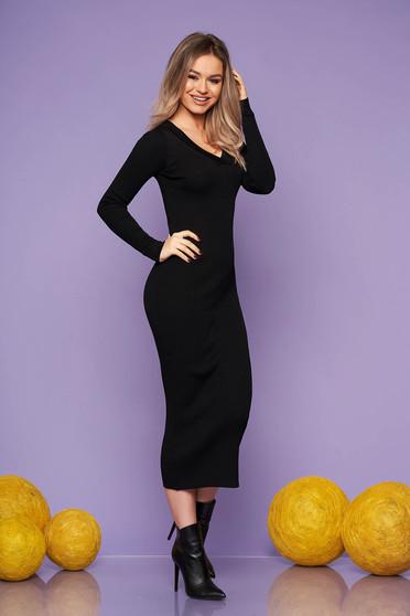 Fekete casual hétköznapi karcsusított szabású ruha kötött anyagból hosszú ujjakkal v-dekoltázzsal