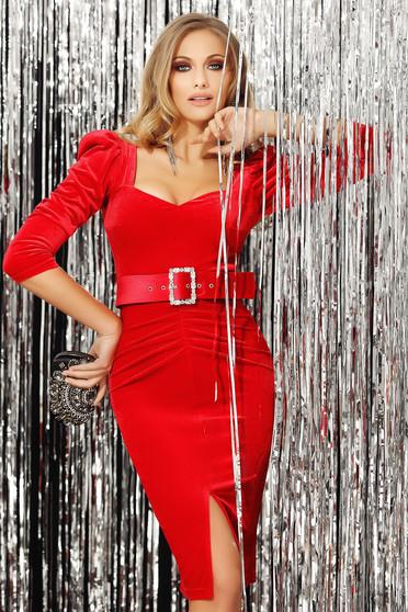 Piros alkalmi lábon sliccelt ruha v-dekoltázzsal háromnegyedes ujjakkal bársonyból