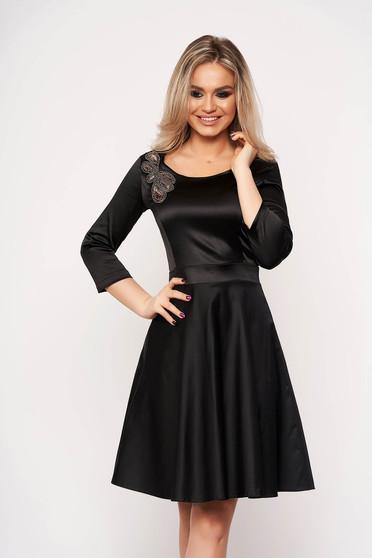 Fekete StarShinerS alkalmi harang ruha háromnegyedes ujjakkal kézileg varrott hímzéssel