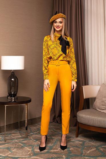 Mustársárga irodai kónikus magas derekú nadrág öv típusú kiegészítővel