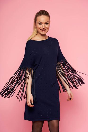 Kék elegáns bő szabású rojtos kötött ruha bélés nélkül háromnegyedes ujjakkal strassz köves díszítéssel