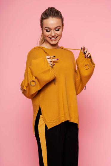 Mustársárga casual kötött bő szabású fix kapucnis fém kiegészítőkkel ellátott rövid pulóver