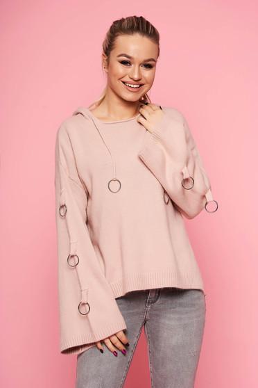 Púder rózsaszínű casual kötött bő szabású fix kapucnis fém kiegészítőkkel ellátott rövid pulóver