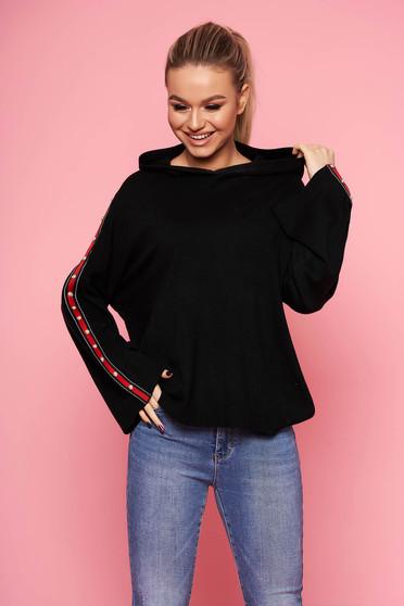 Fekete casual kötött bő szabású fix kapucnis pulóver bélés nélkül
