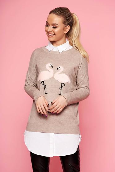 Krémszínű casual bő szabású kötött rövid pulóver pólónyakkal műszőrme berakásokkal