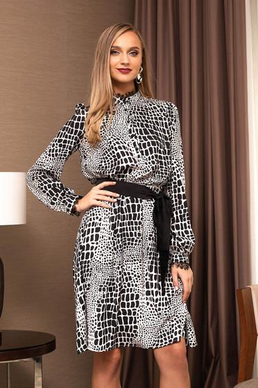 Fekete elegáns midi harang ruha hosszú ujjakkal grafikai díszítéssel