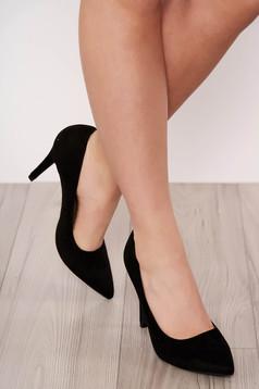 Fekete elegáns magassarkú cipő enyhén hegyes orral